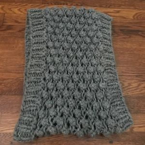 Gray chunky knitted scarf